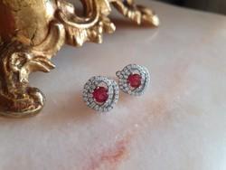 Ezüst fülbevaló rubinnal és szikrázó cirkónia kövekkel - meseszép