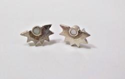 Gyöngyházzal díszített ezüst fülbevaló
