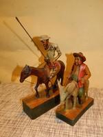 Régi kézi faragású Don Quijote és Sancho Panza faszobrok.