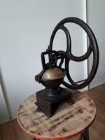 Öntöttvas régi ipari kávédaráló, réz fedeles, loft, dekor, industrial