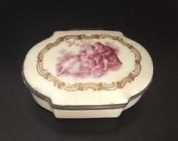 Antik, régi, porcelán ékszertartó (fedeles, elefántcsont színű, dombornyomott, jelenetes) eladó