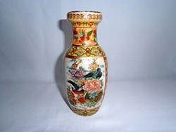Nagyon szép jelzett kínai kerámia váza virágokkal, madárral és papagájjal 15 cm magas