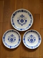Alföldi porcelán falitányér kék virágos magyar népi mintával - 3 db jelzettek