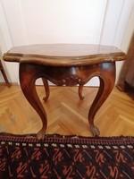 Neobarokk körasztal