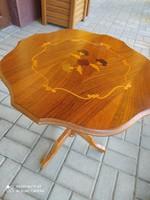 Intarziaberakásos barokk stílusú asztalka
