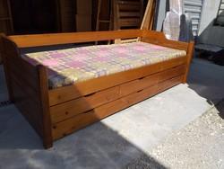 Eladó egy fenyő kanapé - ágy matraccal , 5db ágyneműtartóval.
