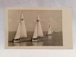 1956 Vitorlások a Balatonon képeslap