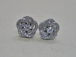 Szép kézműves antik stílusú ezüst fülbevaló ragyogó fehér kövekkel