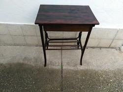 Fiókos thonet asztal