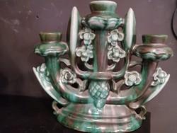 Szadai Lajos kerámia 3 agú  virág díszek gyertya tartó. Kézzel festve zöld színű máz. F-24