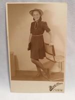 Mosoly Albuma lány fotó képeslap