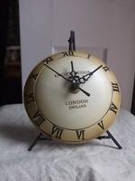 London-asztali óra elemes, állványával