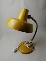 Sárga szarvasi asztali lámpa