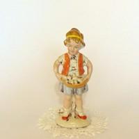 Német porcelán kislány virágokkal