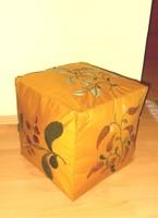 Filcrátétes puff  lábtartó kocka. 35x35x36 cm.