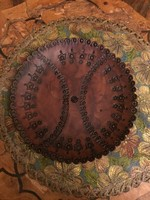 Különleges kézzel készített bőr falitányér