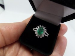 Smaragdos - brilles fehér arany gyűrű 18K