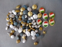 90 darab régi katonai gomb , sapkajelvény