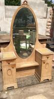 Antik, régi fésülködőasztal