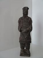 Kínai terrakotta nagyobb méretű katona, szép állapotban