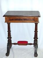 Antik restaurált szép varróasztal Tv állvány lerakó asztal