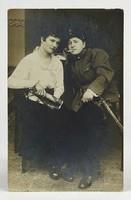 1B173 Antik huszár karddal Érdekes Újság fotográfia képeslap 1910 első világháború