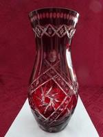 Ajkai üveg váza, bordó színű, magassága 26,5 cm.