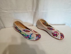 40-41-es, 25.5 cm bth.női hímzett cipő, papucscipő,vászon.