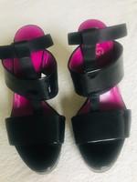 Gyönyörű Dolce & Gabbana lakkbőr szandál
