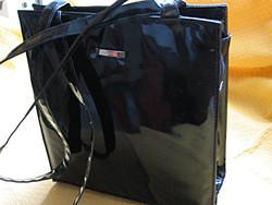 NEW YORK fekete lakk bőr táska
