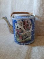 Hibátlan keleti tea kiöntő