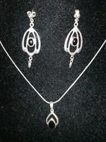 Ezüst 925-ös nyaklánc és fülbevaló szett onix kővel
