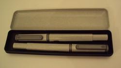 Szürke szögletesített tollkészlet---patronos írótoll + golyóstoll,saját dobozában.