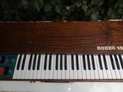 Olasz - 1970-es - VINTAGE - GEM RODEO 49 - ( GALANTI) - szintetizátor - 98 x 39.5 x 12 cm