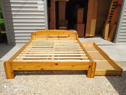 Eladó 2db nagy méretű CLAUDIA fenyő franciaágy  Bútorok újszerű állapotú Méretei: 180cm x 200cm.