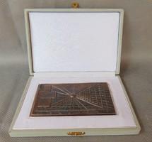 Borsos Miklós : Lakóterv bronz plakett,, kisplasztika