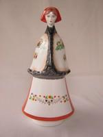 Aquincumi porcelán népviseletes nő