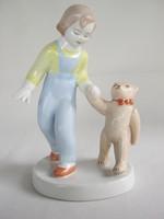 Aquincumi porcelán kislány macival