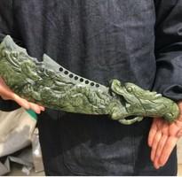 RITKASÁG! Eredeti kínai Jáde nyers dragakő  faragott szablya sarkany motívummal