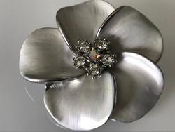 Ródiumozott virág medál Swarovski kristályokkal, 4,7 cm átmérő