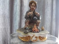 Eredeti antik nápolyi Capodimonte Tűz felett melegedő vándor porcelán