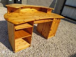 Eladó egy NAGY MÉRETŰ, jó minőségű 1 fiókos, 3 kihúzható polcos fenyő íróasztal. Bútor szép állapotú