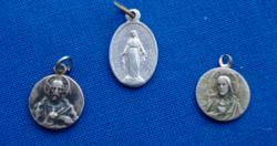 3 db régi vallásos tárgyú medál