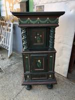 Kisméretű,barokk stílusú fesett szekrény