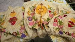 Jézus szive egyházi jell.gyönyörű falikárpit-faliszőnyeg-asztali futó dús himzéssel, rojttal