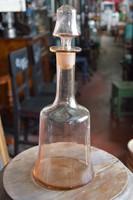 Rózsaszínes-füstös likőrös üveg