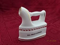Spanyol porcelán emlék vasaló, GRAN CANARIA. Hossza 7 cm.