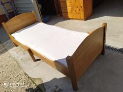 Eladó egy Jó minőségű IKEAS  állítható fenyő gyerekágy ágy. Bútor szép állapotú, erős és stabil Legk