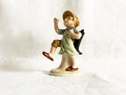 Bertram kisfiú csizmával a hátán, 13 cm.
