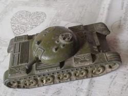 Régi fém játék tank